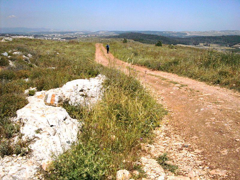 800px-Walking_the_Jesus_Trail